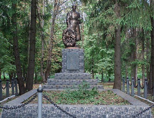 с. Ивангород Христиновского р-на. Памятник воинам-односельчанам, погибшим в годы войны.