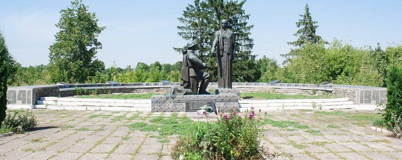 с. Лещиновка Христиновского р-на. Памятник воинам-односельчанам.