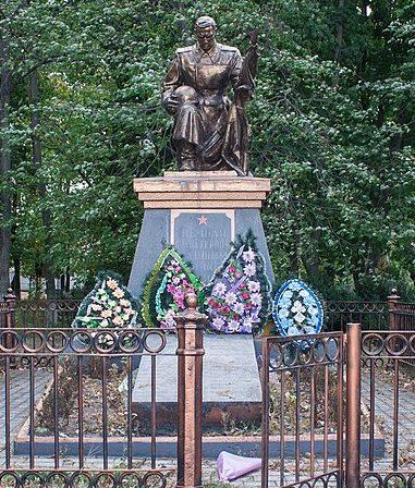 с. Малая Севастьяновка Христиновского р-на. Памятник, установленный на братской могиле советских воинов.