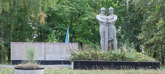 с. Малая Севастьяновка Христиновского р-на. Памятник воинам-односельчанам.