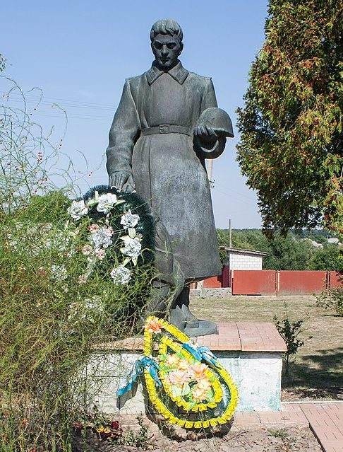 с. Орадовка Христиновского р-на. Памятник, установленный на братской могиле советских воинов.