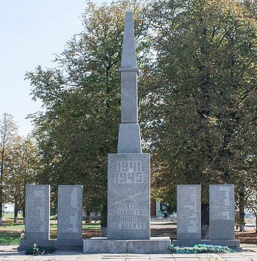 с. Орадовка Христиновского р-на. Памятник воинам-односельчанам.
