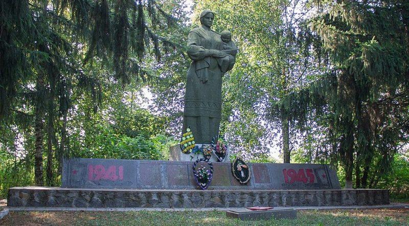 с. Пенижково Христиновского р-на. Памятник воинам-односельчанам, погибшим в годы войны.