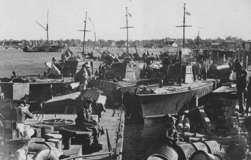 Советские торпедные катера Д-3 и Г-5 в Виртсу во время подготовки к высадке морского десанта на остров Муху. Сентябрь 1944 г.