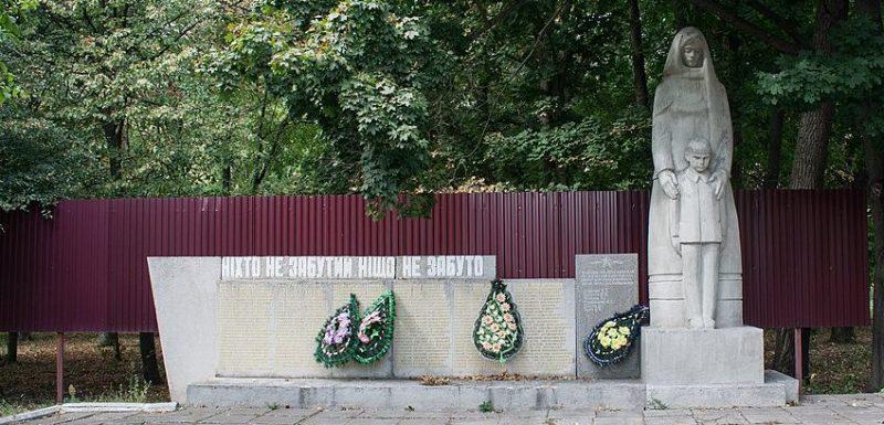 с. Сычевка Христиновского р-на. Памятник воинам-односельчанам.