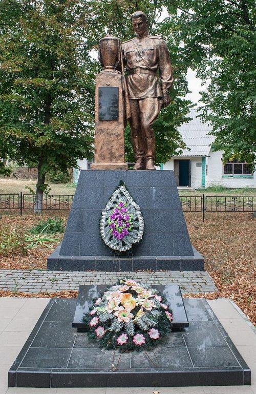 с. Талалаевка Христиновского р-на. Памятник, установленный на братской могиле советских воинов.