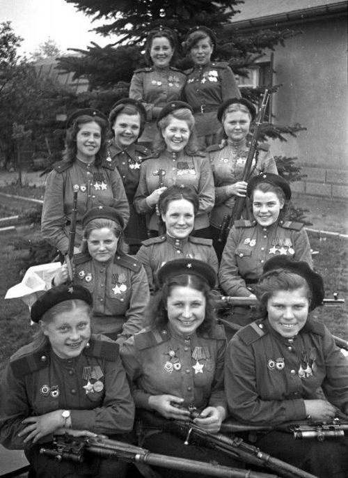 Группа девушек-снайперов 3-й ударной армии, 1-й Белорусский фронт. Май 1945 г.