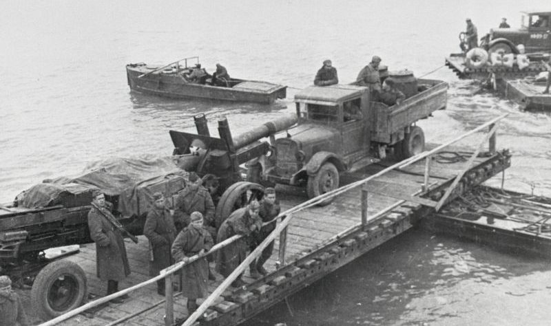 Переброска советской тяжелой артиллерии на остров Сааремаа (Эзель). Октябрь 1944 г.