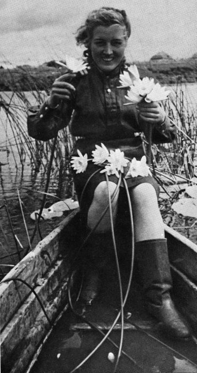 Зенитчица Елена Иванова после возвращения с фронта. Май 1945 г.