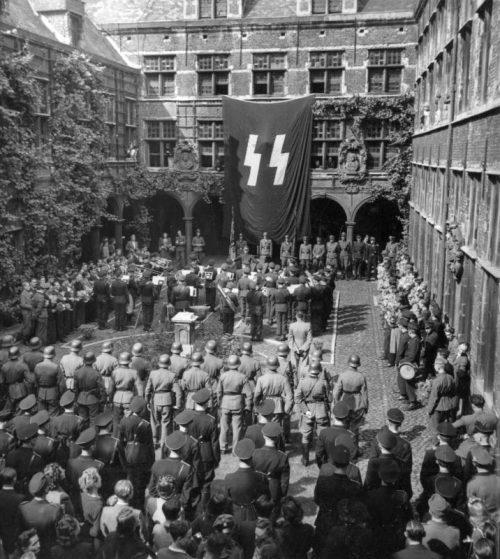 Проводы фламандских добровольцев дивизии СС «Лангемарк». в Антверпене. 1944 г.