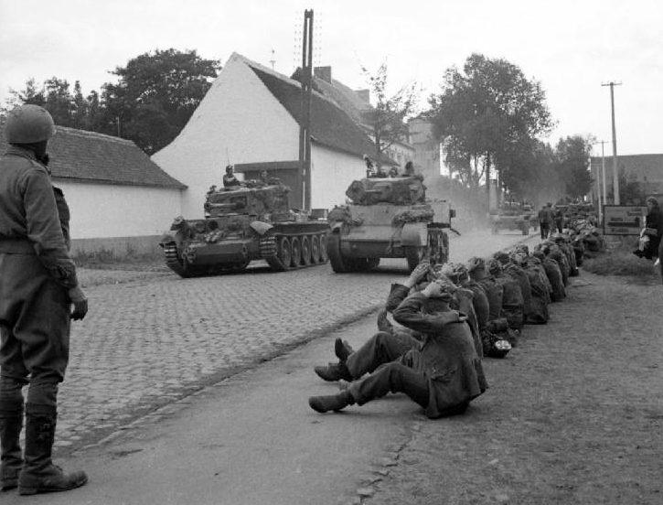 Немецкие солдаты, захваченные в плен. Сентябрь 1944 г.