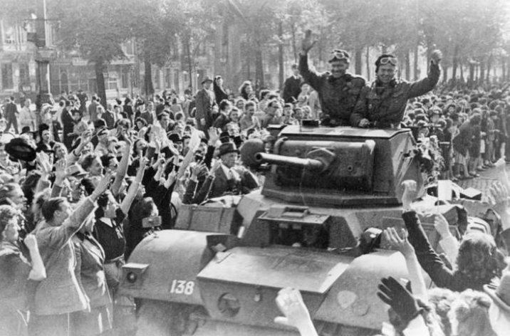 Бригада «Пирон» торжественно въезжает в Брюссель. Сентябрь 1944 г.