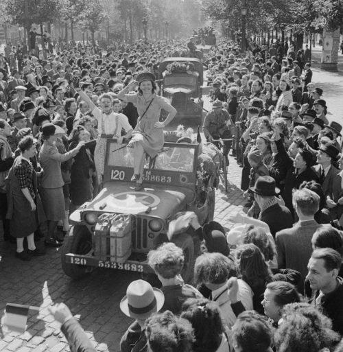 Брюсельцы встречают освободителей. Сентябрь 1944 г.