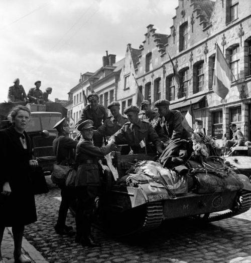 Бельгийцы встречают освободителей. Сентябрь 1944 г.