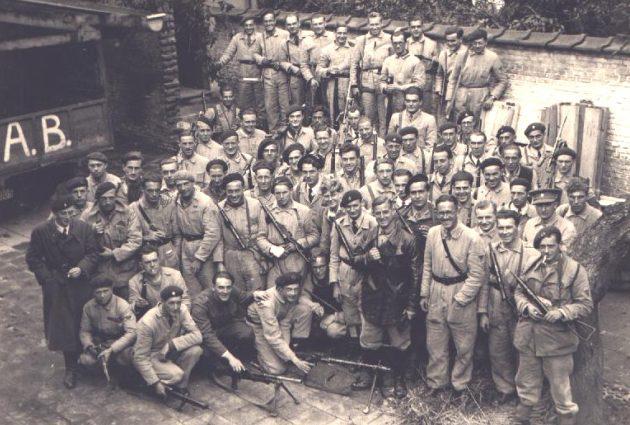 Члены бельгийского Сопротивления после освобождения Антверпена. Сентябрь 1944 г.