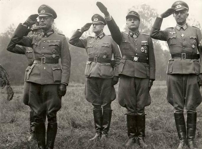 28-я добровольческая пехотная дивизия СС «Валлония», сформированная из бельгийцев. Октябрь 1944 г.