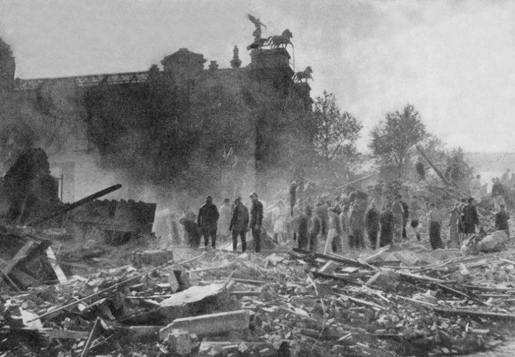 Результаты обстрела немецкими ракетами ФАУ. 1944 г.