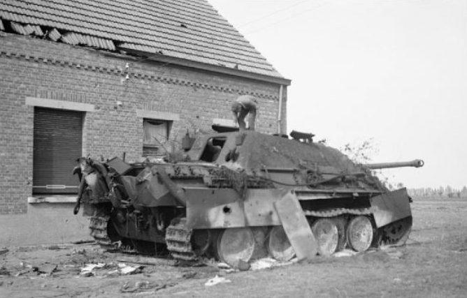Разбитый немецкий истребитель танков «Jagdpanther» в Гиле. Февраль 1945 г.