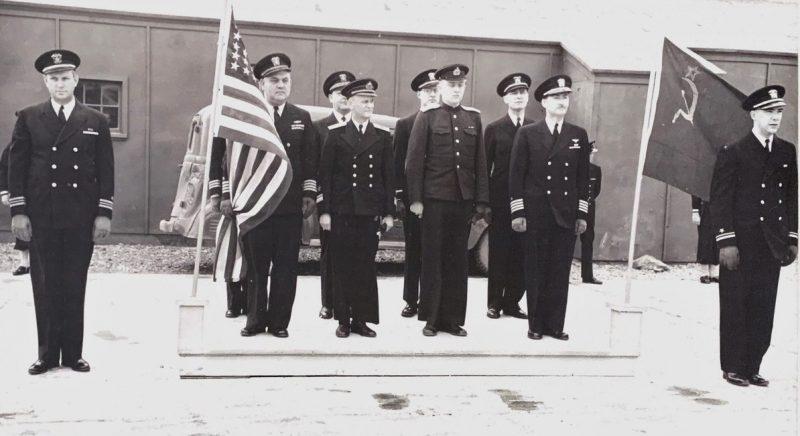 Церемония прибытия конт-адмирала Попова и его штаба в Колд-Бэй на Аляске для получения кораблей США. Апрель 1945 г.