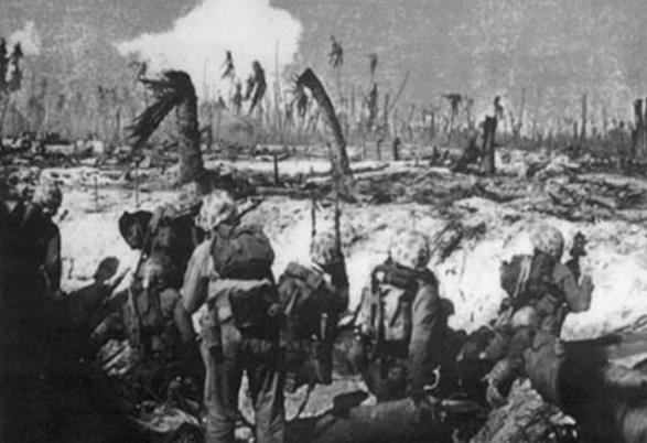 Морские пехотинцы США в бою за Пелелиу.
