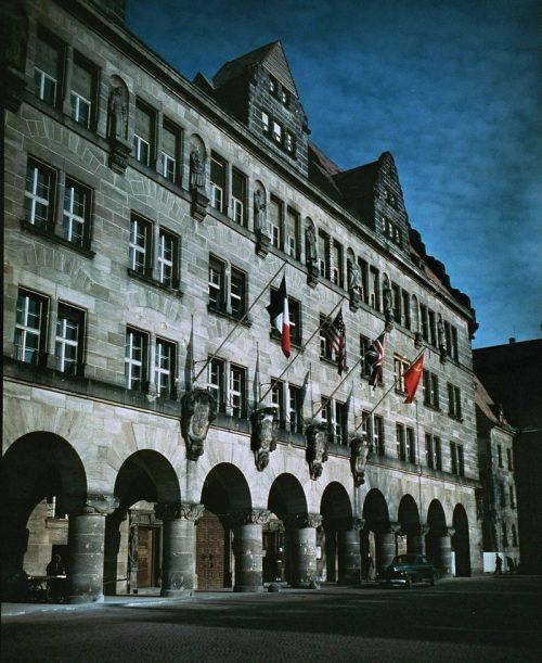 Нюрнбергский Дворец правосудия, где проходили судебные заседания. 1945 г.