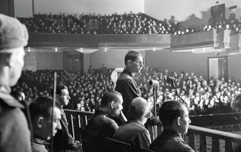 Подсудимые Ленинградского процесса во время допроса подсудимого Эрнста Бема.