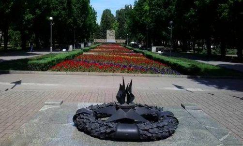 Место вечного огня на мемориале.
