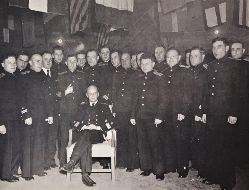 Контр-адмирал Борис Попов и советские офицеры, прибывшие в Колд-Бэй согласно проекту «Хула».