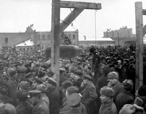 Казнь нацистов по приговору Харьковского военного трибунала.