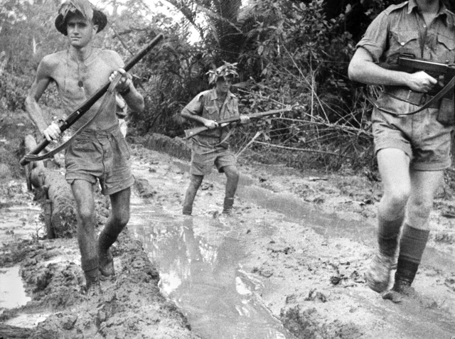 Австралийские войска в заливе Милн.