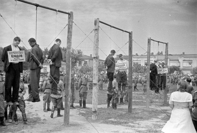 Казнь немецких пособников, осужденных на Краснодарском процессе, 18 июля 1943 года.