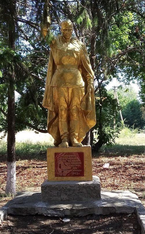 с. Сторчевое Новониколаевского р-на. Памятник, установленный на братской могиле, в которой похоронено 5 советских воинов.