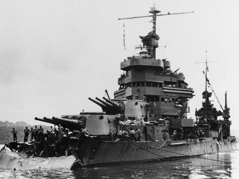 Поврежденный тяжелый крейсер «Minneapolis».