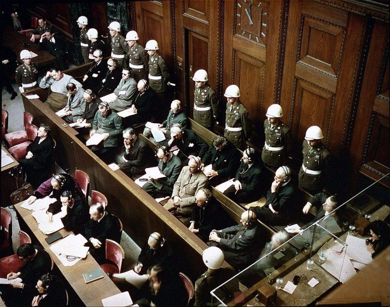 Подсудимые заслушивают обвинения.