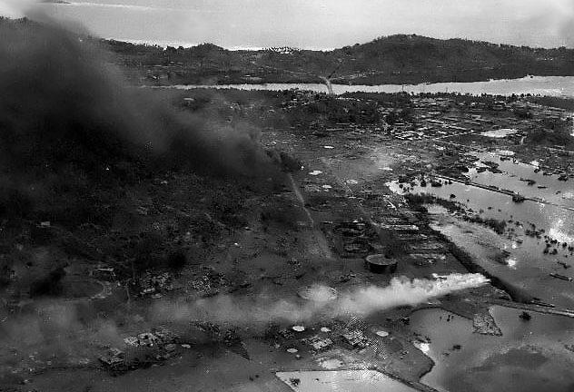 Разрушения на острове после налета.