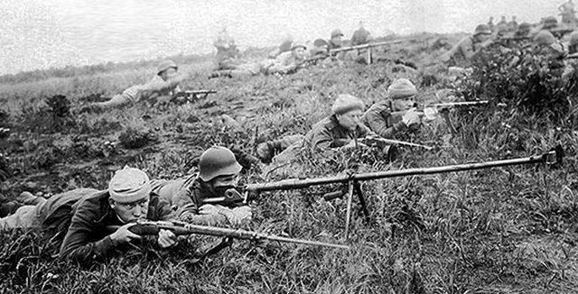 Советские бронебойщики на острове Шумшу.