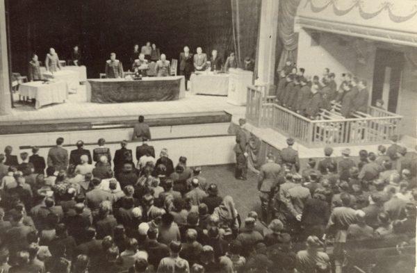 Оглашение приговора на судебном процессе по делу о фашистских злодеяниях на территории Новгорода и Новгородской области. Новгород, 18 декабря 1947 г.