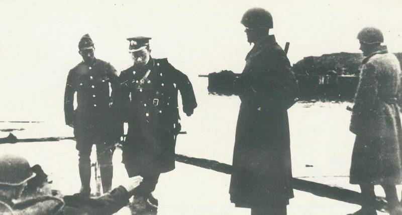 Генерал-лейтенант Цуцуми Фусаки, прибыл для переговоров о капитуляции.