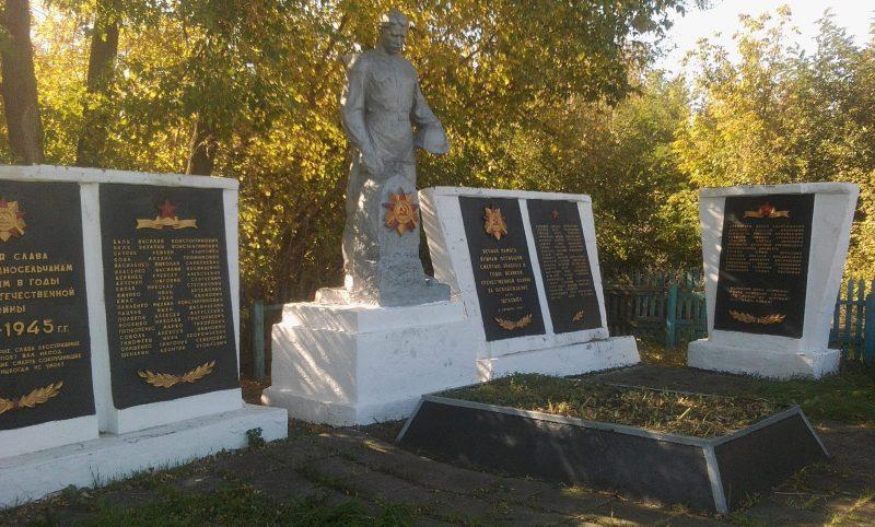с. Запасное Ореховского р-на. Памятник, установленный на братской могиле, в которой похоронено 34 советских воина.