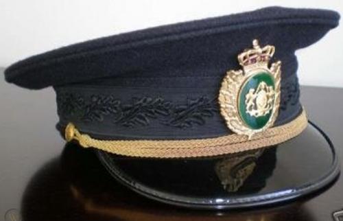 Фуражки полицейского.