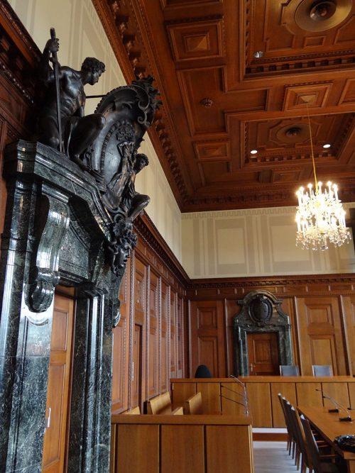 Интерьер зала судебных заседаний Нюрнбергского Дворца правосудия. 1945 г.