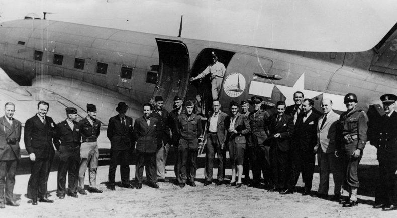 Делегация четырех держав, прибывшая с инспекцией Нюрнберга перед началом процесса. 1945 г.