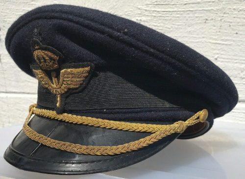Фуражки офицера ВВС.