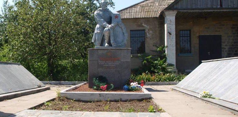 с. Подгорное Васильевского р-на. Памятник воинам-односельчанам, погибшим в годы войны.