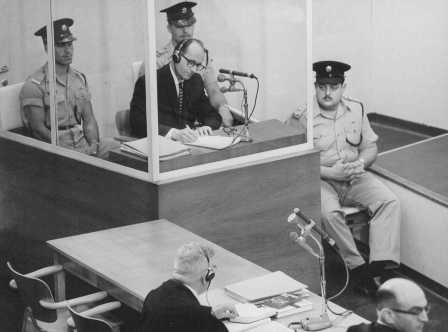 Адольф Эйхман во время суда в Иерусалиме в 1961 г.