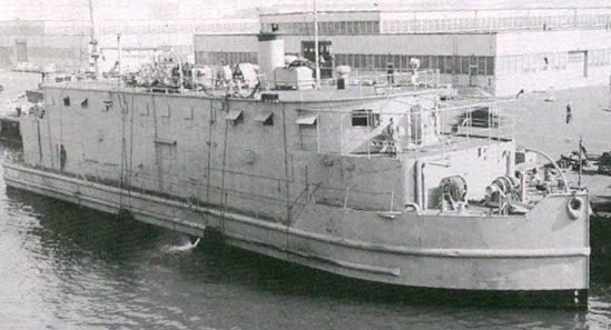 Плавучая мастерская USS YR-74 переданная СССР в Колд-Бэй. Август. 1945 г.