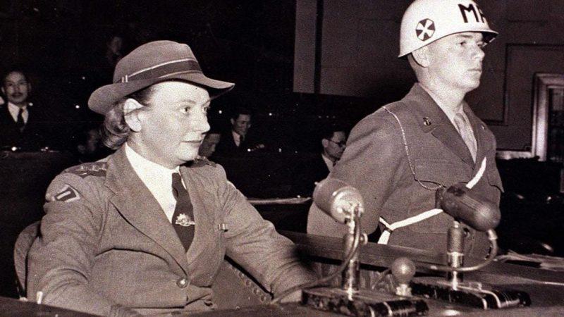 Вивиан Буллвинкель дает показания на суде по делу о военных преступлениях. 1946 г.