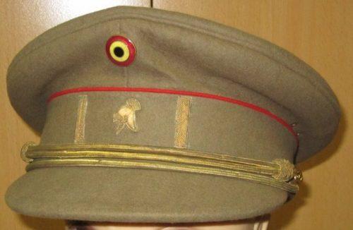 Фуражка старшего инженера в армии.