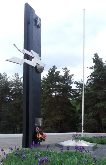 г. Энергодар Васильевского р-на. Памятник, установленный на братской могиле воинов 59-й гвардейской Краматорской Краснознаменной стрелковой дивизии, погибших во время войны при форсировании Днепра.