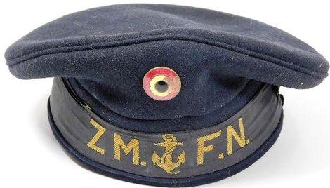 Синяя бескозырка матросов ВМС британского образца.